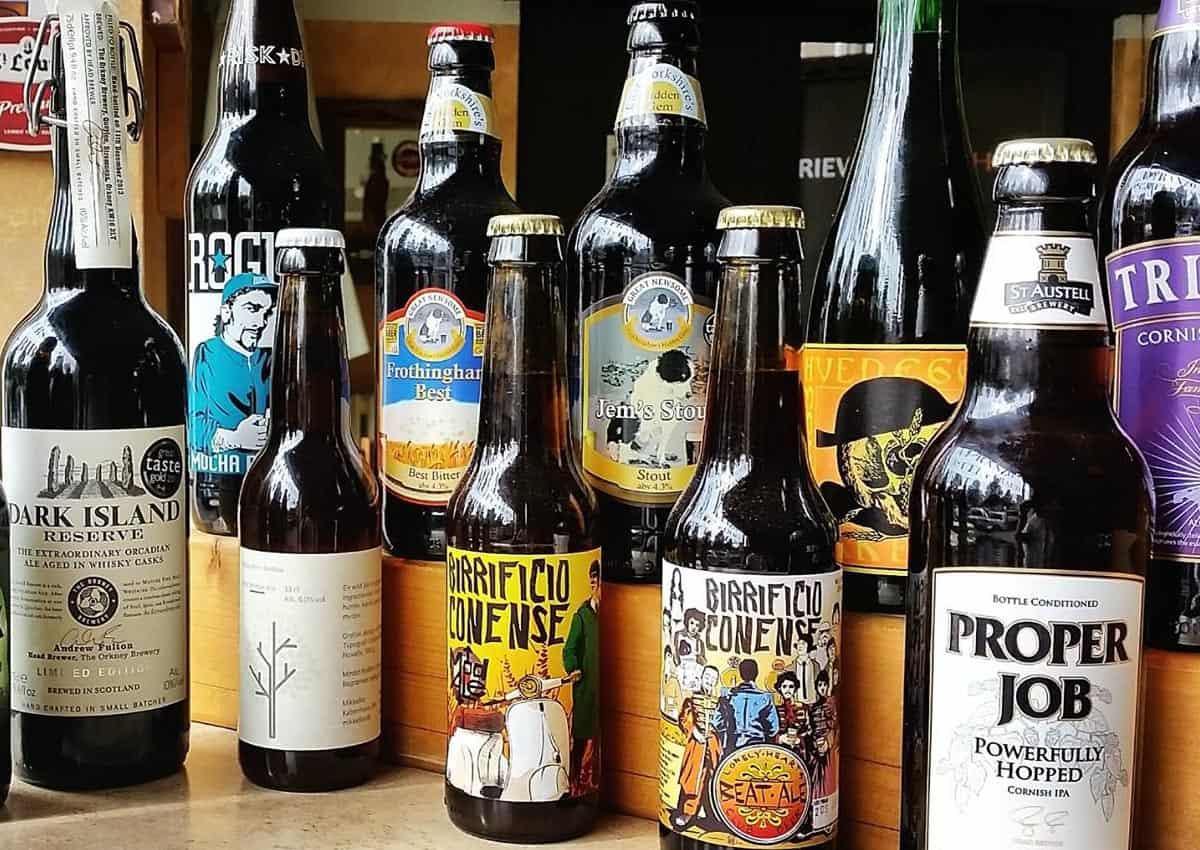Le nostre birre in bottiglia rappresentano una selezione delle migliori birre artigianali (o craftbeer) provenienti dai migliori produttori del mondo brassicolo: una scelta di gusto ed esperienza…