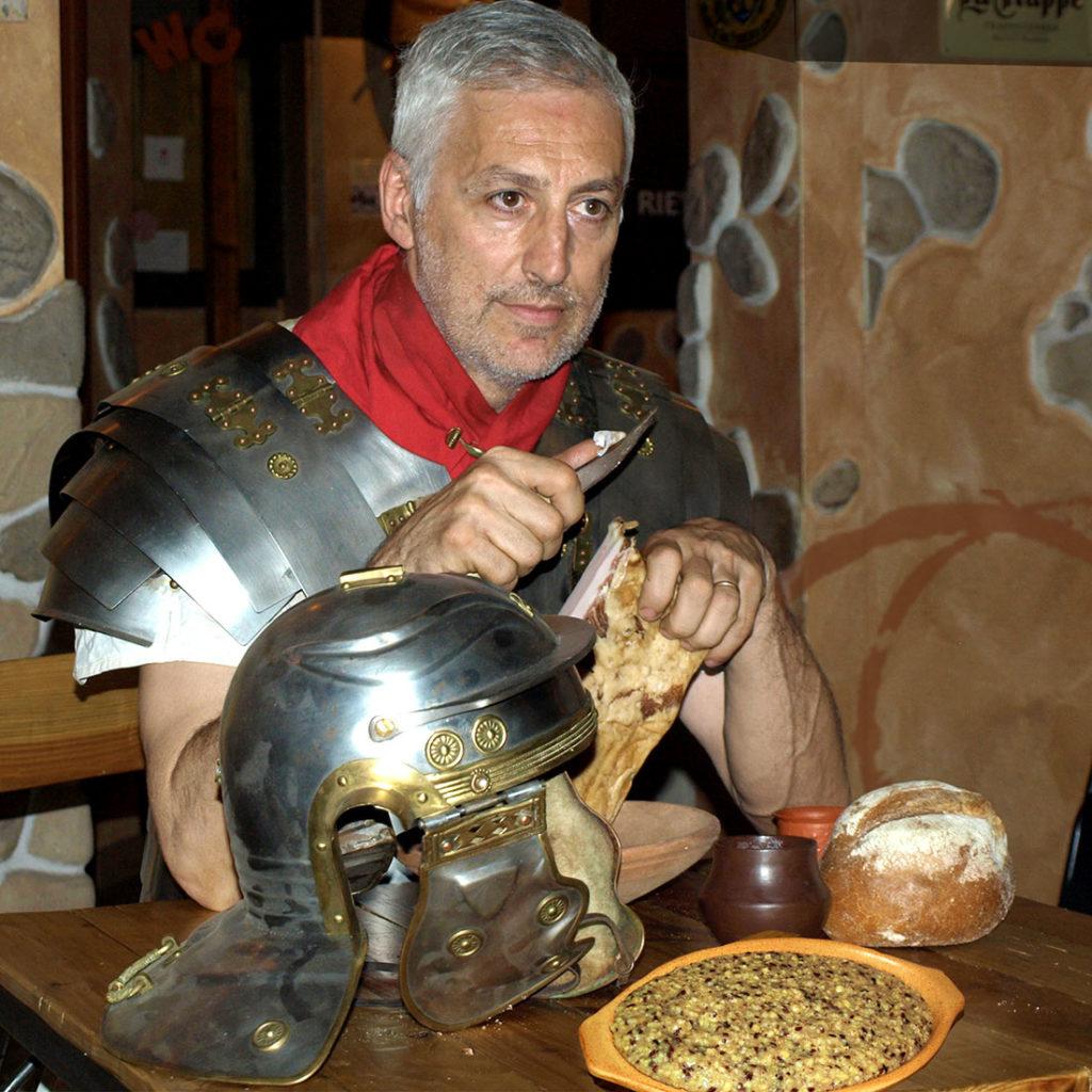 La Cucina antica da Rievoca si rifà, come nella tradizione, ai testi DEI RICETTARI ANTICHI IN ITALIA a partire dai romani.