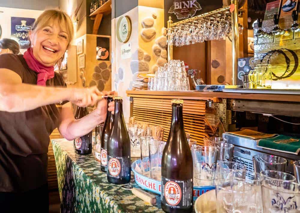 Elena e Fabio vi accolgono nella loro birreria, spillatura e giusta temperatura della birra