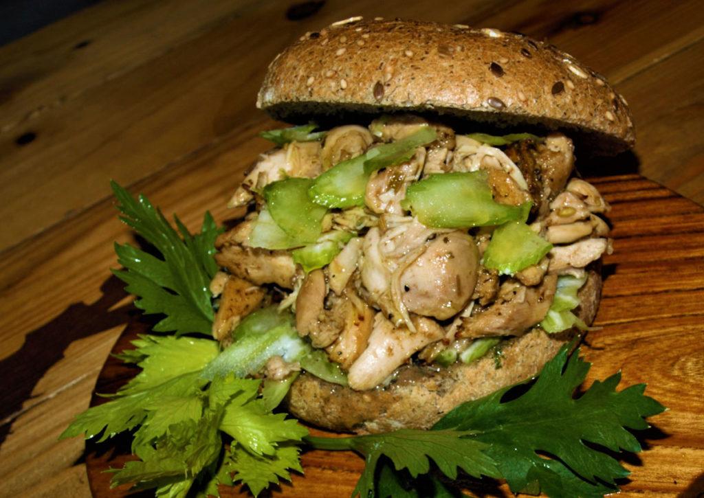 Cum garum: ispirato da una antica ricetta risalente al 25 a.C. con pollo alla Frontone e salsa garum